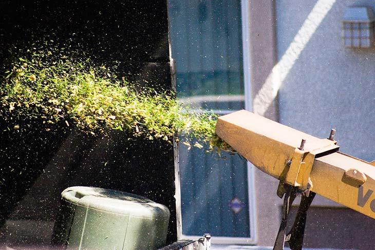Chipper shredder mulch